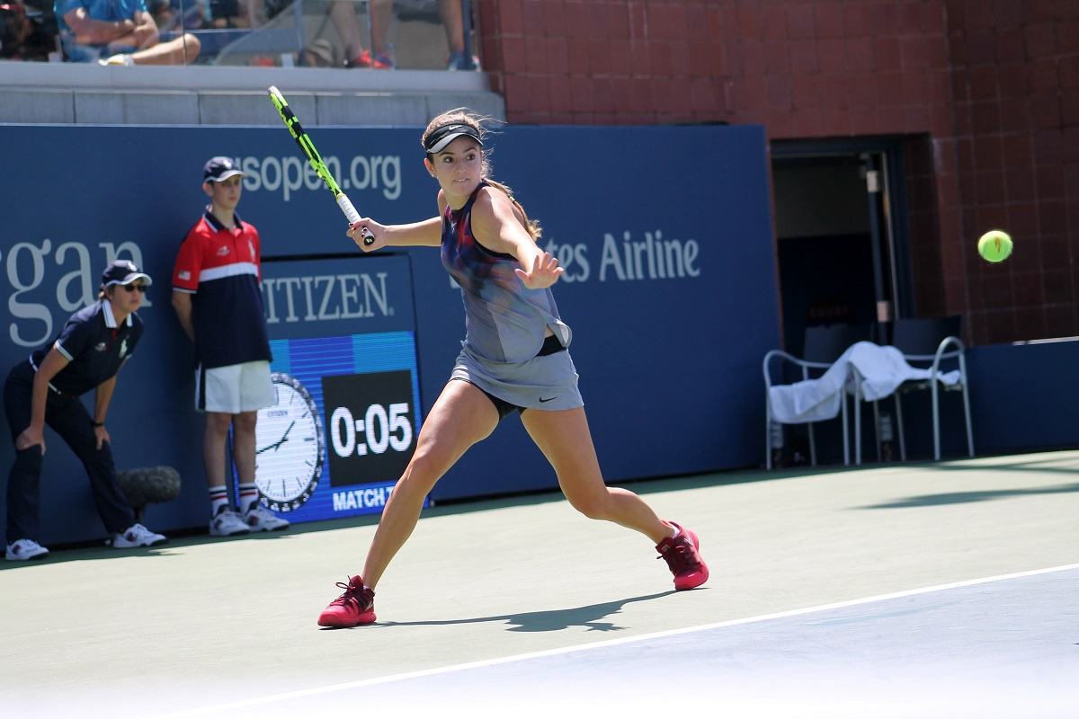 American CiCi Bellis continued her comeback to professional tennis by reaching the Australian Open third round on Thursday.