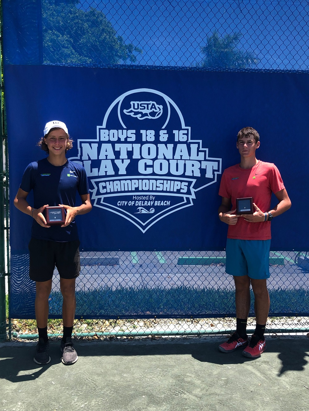 Ari Cotoulas (left) and Sebastian Sec (right) earned Silver and Gold Balls, respectively, at the 2021 Clay Court Championships.