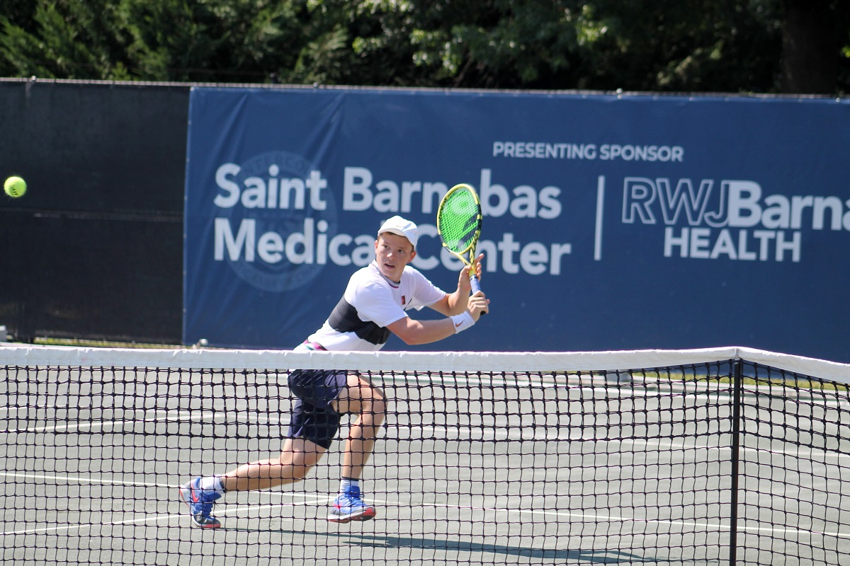 American Stefan Kozlov captured the 2019 Centercourt Shootout title, defeating Victor Estrella Burgos of the Dominican Republic 6-2, 6-4, 1-6, 6-3 on Sunday afternoon at Centercourt Athletic Club of Chatham and earning the $50,000 winner-take-all prize.