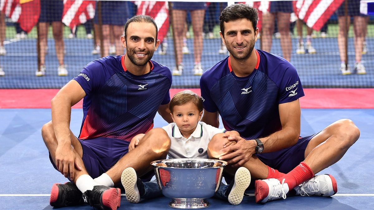 Juan Farah Cabal and Robert Farah became the first Columbian duo to win the US Open men's doubles title, following up on their Wimbledon triumph earlier this summer by beating eighth-seeds Marcel Granollers of Spain and Argentina's Horacia Zeballos 6-4, 7