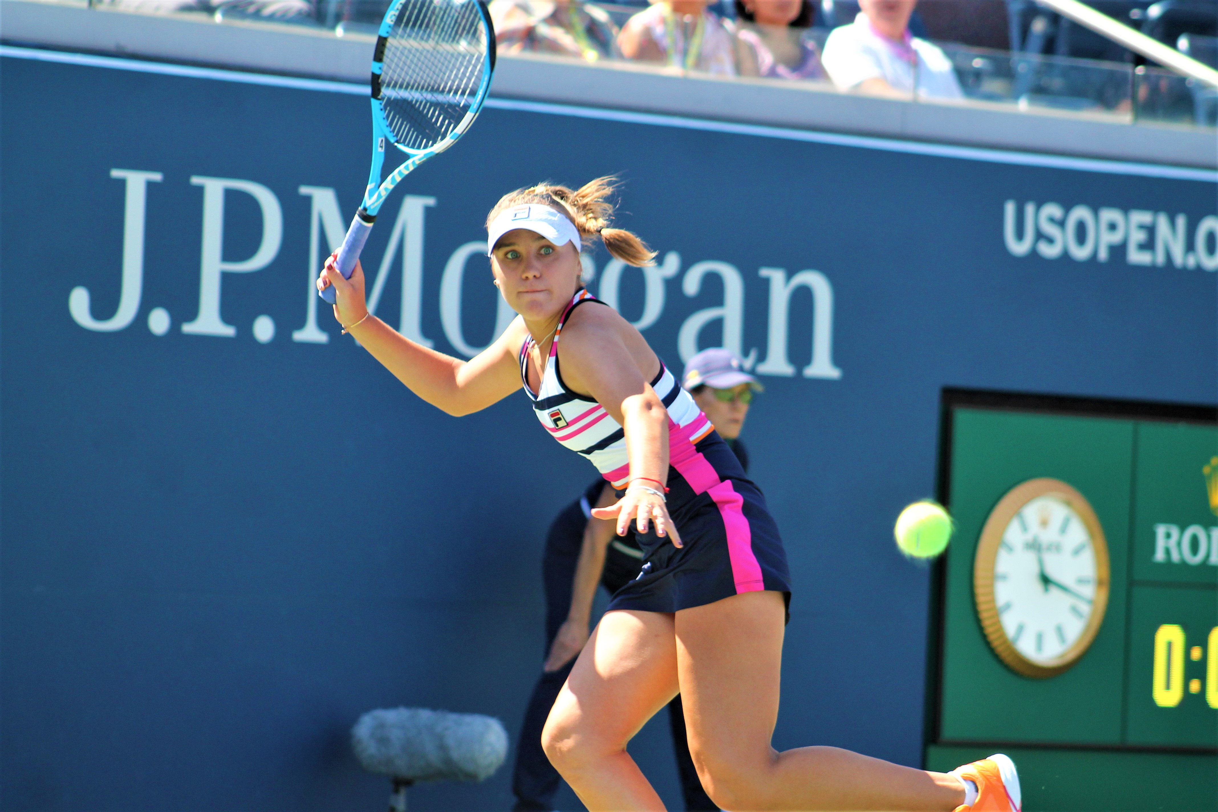 Sofia Kenin defeated German Laura Siegemund Thursday afternoon at the US Open to advance to the third round